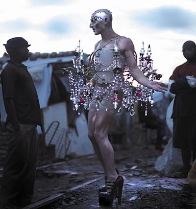 """Steven Cohen's """"Chandelier,"""" 2001. Photo John Hogg"""